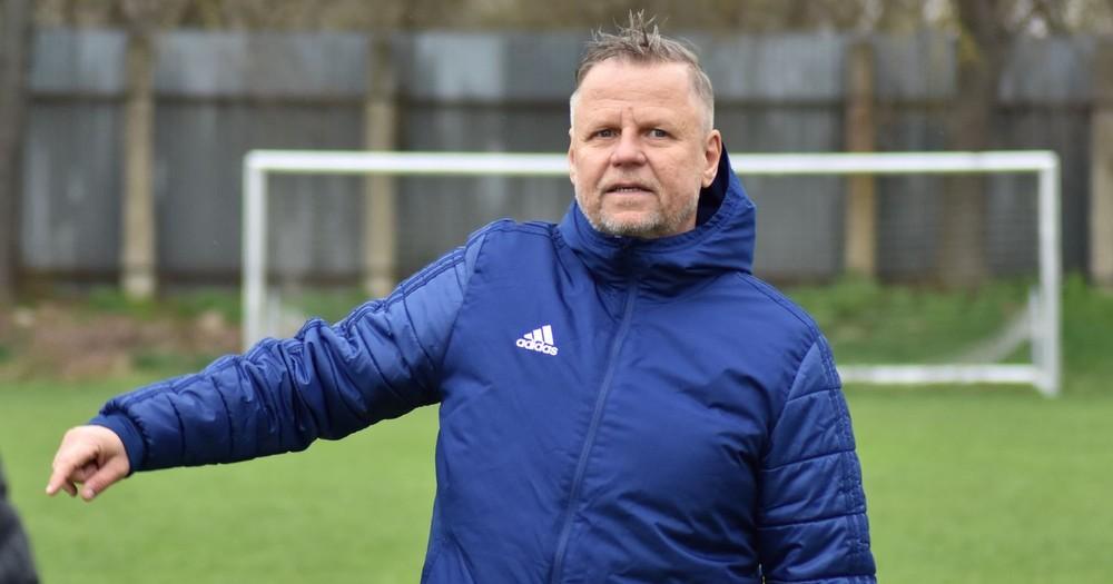 Manažuje syna v Bundeslige, ako tréner zachraňuje fortunaligový tím