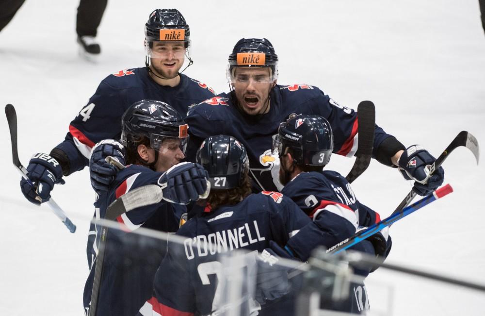 Slovan loví v súťaži, kde hrá jeho mestský rival. Prichádza tretí hráč Dornbirneru