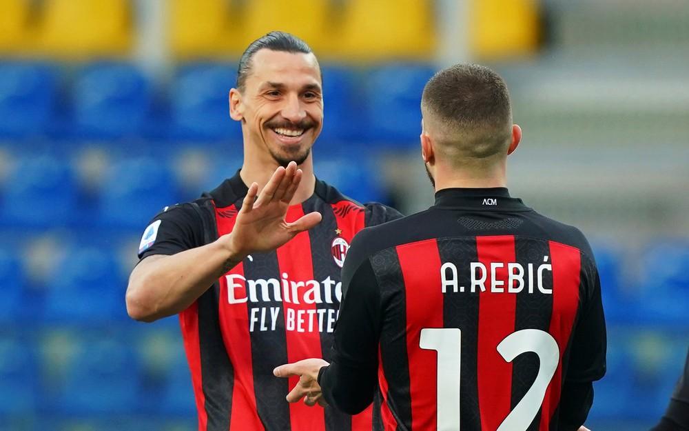 Kucka bol kapitánom, Ibrahimovič skončil po hádke rovno s červenou kartou