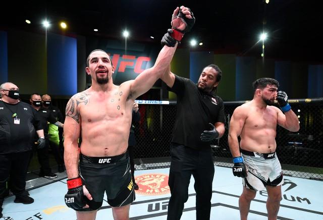 UFC Vegas 24: Whittaker so skvelým výkonom, ako ďalšieho chce Adesanyu