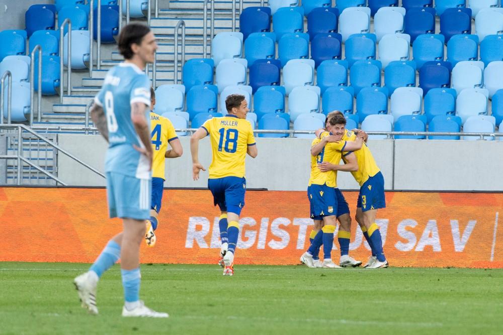 Slovan to opäť nezvládol, apatický Greif sedel iba na lavičke