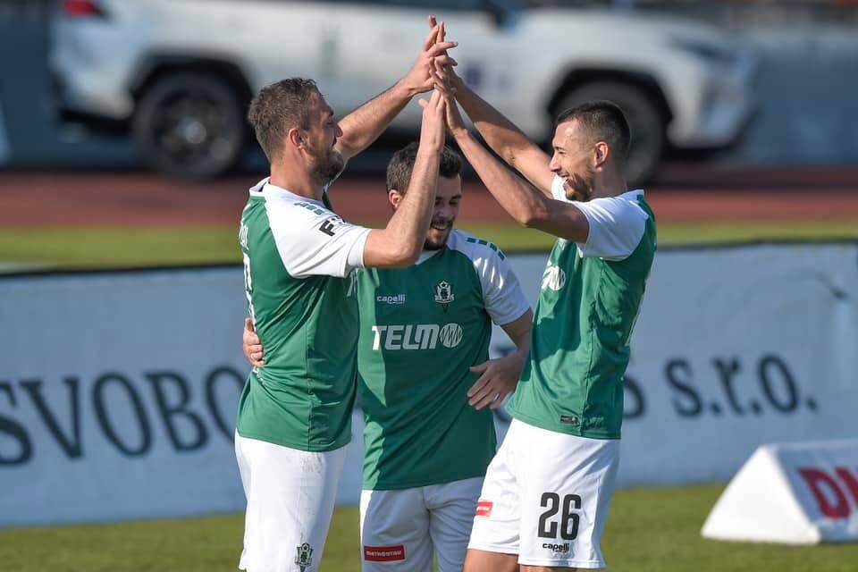 Slavia skompletizovala víťazný hetrik, Schranz má úchvatnú formu