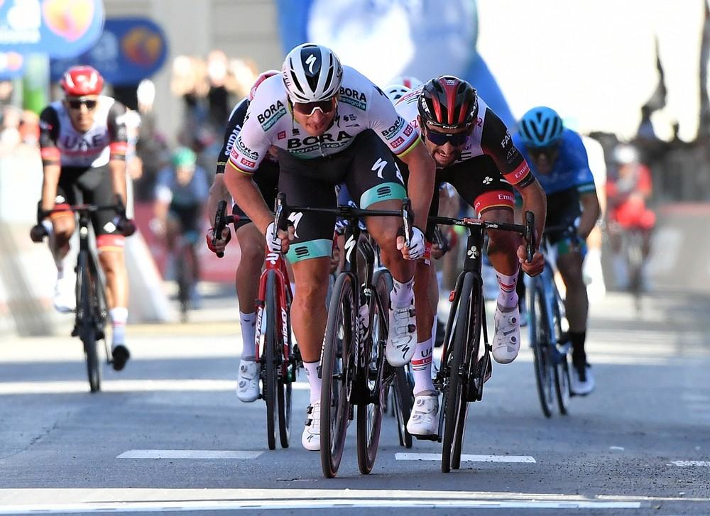 Sagan predviedol skvelý finiš a vyhral etapu, oblečie si cyklámenový dres