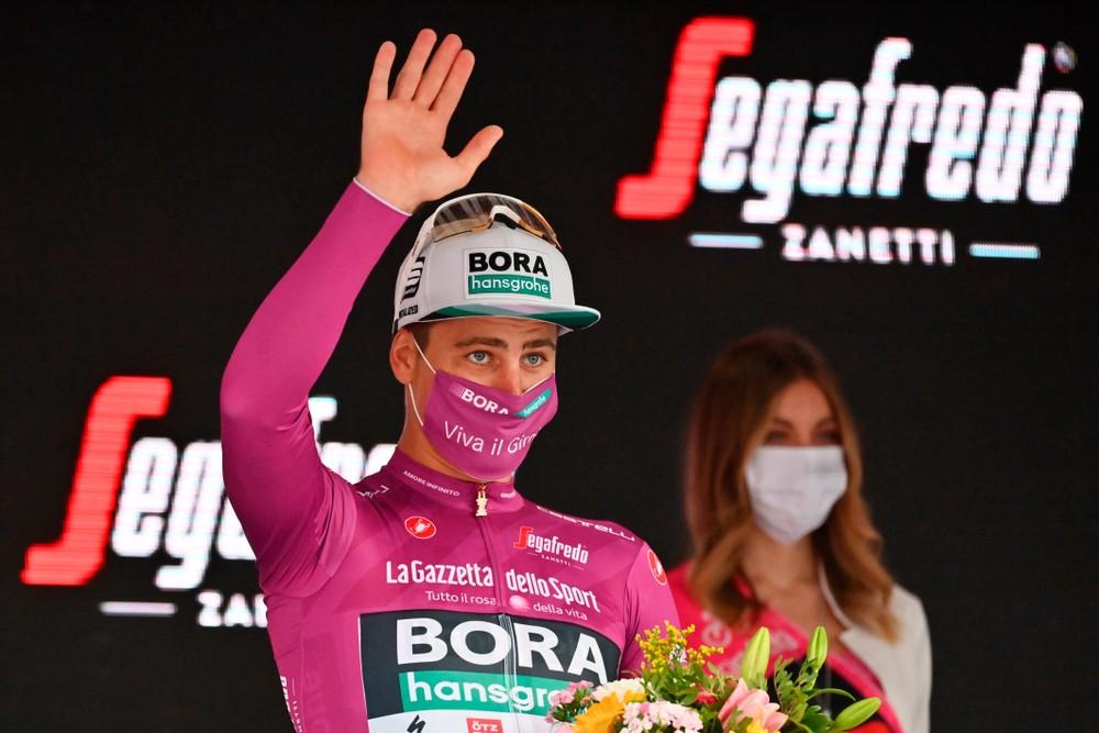 Sagan získal na Gire cyklámenový dres, má blízko k rekordu
