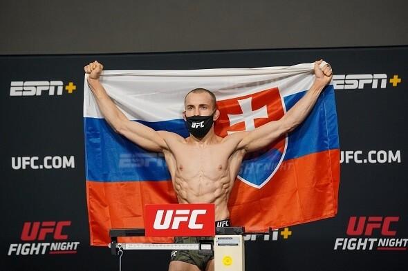 Je to šialené, hovorí o kontroverznej prehre Kleina legenda MMA