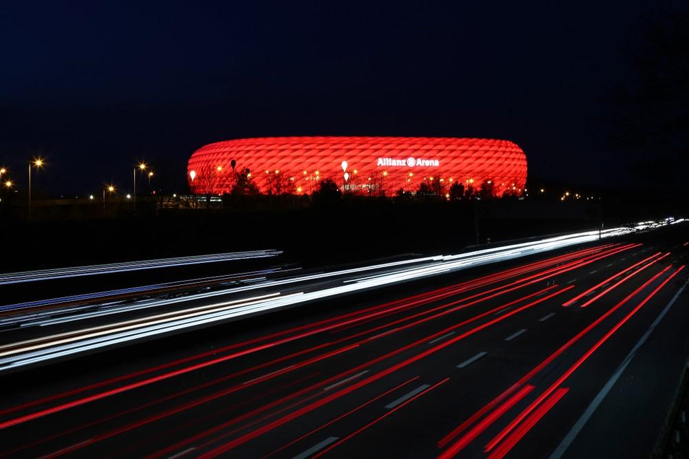 Aréna v Mníchove nebude svietiť v dúhových farbách. UEFA to zamietla