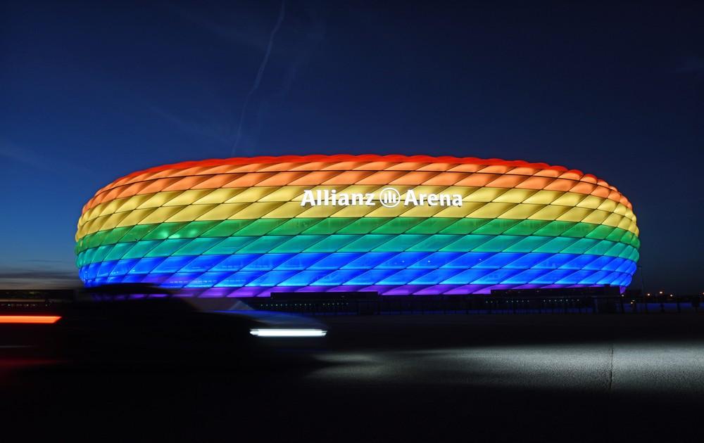 Štadión v Mníchove nebude ako dúha, ale Neuer môže mať dúhovú pásku