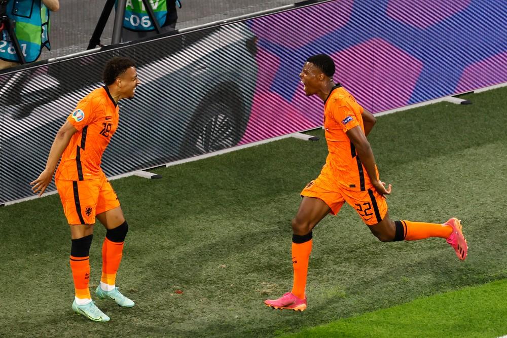 Holandsko je v osemfinále, proti Rakúsku sa blysol krajný obranca