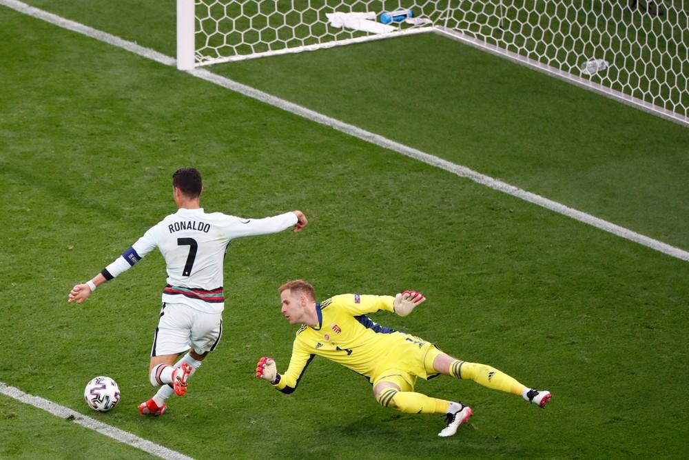 Fanúšik vtrhol na ihrisko, ale neobjímal Ronalda. Ten umlčal dav v Budapešti