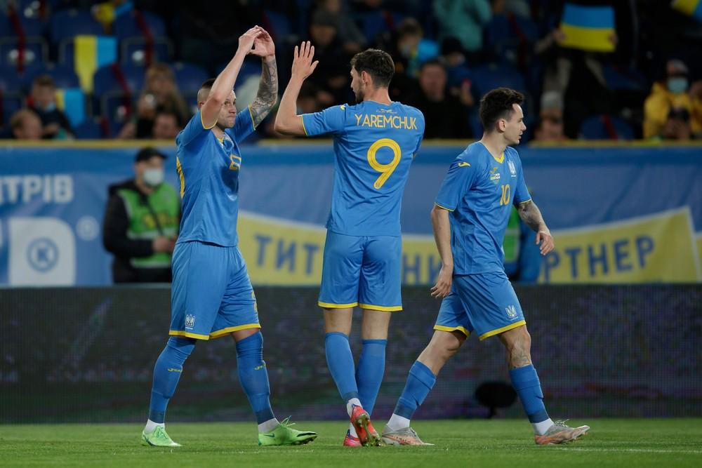 Ukrajinci dresmi provokujú Rusov. Má to vyburcovať futbalistov, tvrdí šéf zväzu