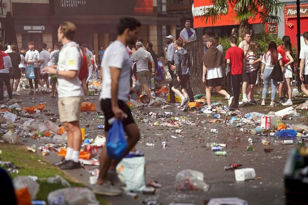 Chaos pred finále EURO 2020. Do Wembley vtrhli fanúšikovia bez lístkov