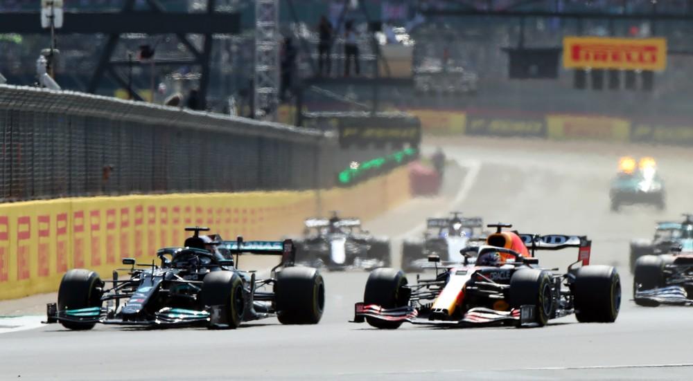 Zlomový moment v súboji o titul? Verstappen skončil v bariére