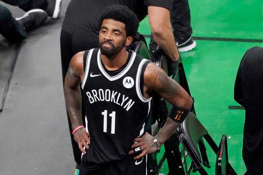 Klub NBA dal hráčovi ultimátum. Irving nebude môcť hrať, kým sa nezaočkuje