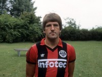 Prezývali ho doktor Kladivo. Frankfurt smúti za ikonou klubu