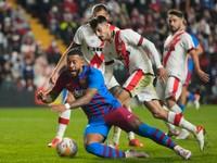 Zlyhal Depay i celá Barcelona. Po góle Falcaa opäť prehrala