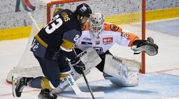 Slovan prehrával už 0:3, na ľade rivala však predviedol obrat