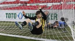Bero videl kartu a Vitesse nečakane prehralo, Ajax vysoko vyhral v šlágri