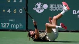 Vo štvrťfinále končia ďalší favoriti, Tsitsipas aj Zverev nečakane prehrali