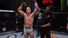 Kleinovi sa v UFC nedarilo, skúsenému súperovi podľahol pred limitom