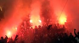 V Rotterdame vyčíňali fanúšikovia, polícia zatkla desiatky z nich