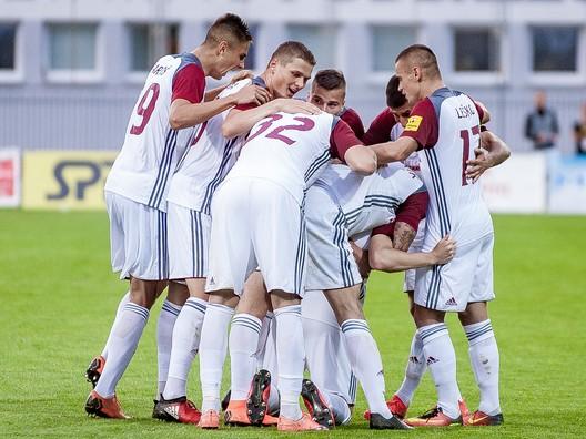 Podbrezová sa dostala na druhú priečku, Slovan vyhral o tri góly
