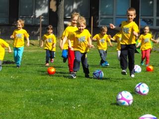 """GRASSROOTS – Projekt """"Dajme spolu gól"""" pre školy otvorený, novinkou licencia pre trénerov a trénerky"""