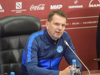 MUŽI A - Tlačová konferencia Štefana Tarkoviča pred zápasom v Rusku a tréning