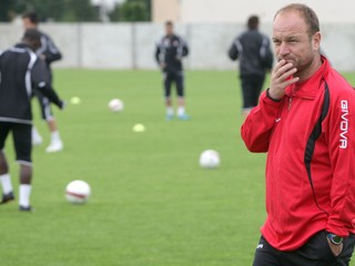 Bývalý tréner Trnavy: Je fajn, že svieti slnko. Inak by pribudli samovraždy