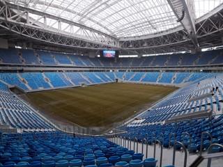 Pri výstavbe štadióna v Rusku porušujú ľudské práva, jeden robotník zomrel
