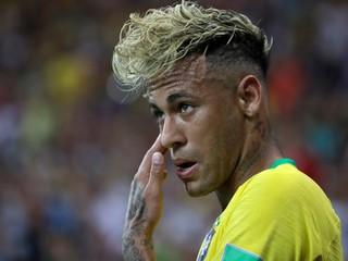 Neymar tápe v nezmyselných kľučkách. Prečo sa favoritom nedarí