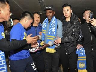 Čína skupuje futbalový svet. Chceli aj Hamšíka
