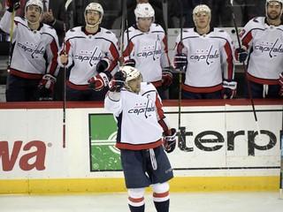 Hráči NHL a NBA sa zbierajú na platy zamestnancov tímov, venujú im státisíce