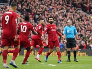 Liverpool by mal dostať titul, aj keby sa sezóna nedokončila, tvrdí britský denník