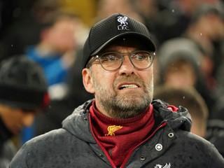 Liverpool vypadol a Klopp vynadal fanúšikom: Dajte ruky preč, idioti