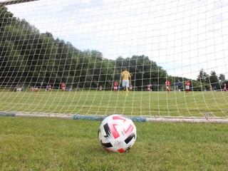 Hráči iba postávali na trávniku. Tím v Nemecku prehral 0:37
