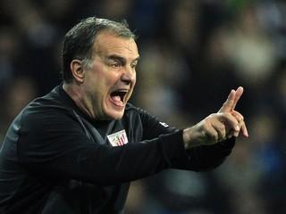 Tréner Bielsa žiadal od Lille milióny, napokon musí klubu platiť on