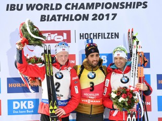 Stíhacie preteky ovládol Fourcade, medailu získal i legendárny Björndalen