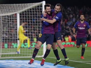Barcelona oslavuje zisk španielskeho titulu, jediným gólom rozhodol Messi