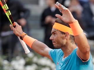 Nadal ovládol finále dvoch tenisových legiend, Djokovič s kanárom