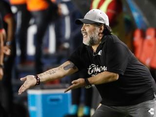 Maradona strávi narodeniny v karanténe, čaká na výsledky testov na COVID-19