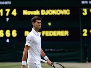 Federer ovládol štatistiky, ale trofej má v rukách Djokovič