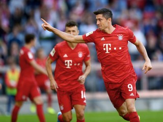 Lewandowski sa môže zapísať do histórie. Stačí mu streliť jediný gól