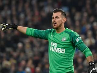 Dúbravkov Newcastle nestačil na Manchester United, Liverpoolu navýšil náskok
