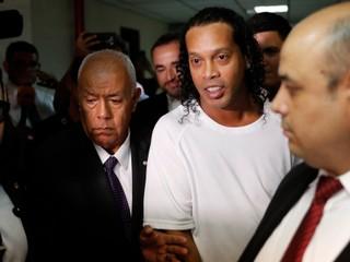 Ronaldinho v base? To je parádny futsal a párty so spoluväzňami