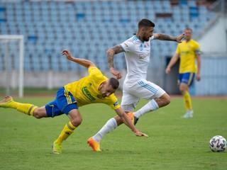Slovanu nedovolili trénovať, pozitívny je aj hráč z druhej výpravy
