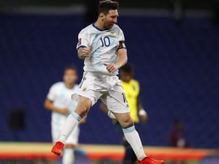 Messi rozhodol o víťazstve Argentíny, Suárez pomohol Uruguaju k trom bodom
