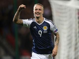 Škótov čakajú tri zápasy vonku, v nominácii je aj známy útočník Celticu