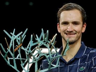 Víťazná séria Zvereva sa skončila, v Paríži oslavuje titul ruský tenista