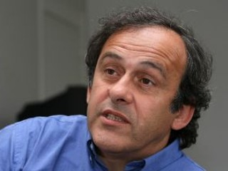 Platini chce napriek zákazu prehovoriť počas volieb prezidenta UEFA