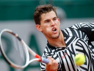 Thiem postúpil v Stuttgarte do štvrťfinále, Federer sa vrátil víťazne